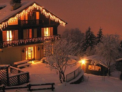 christmas-cottage-cozy-fairy-light-Favim.com-676643